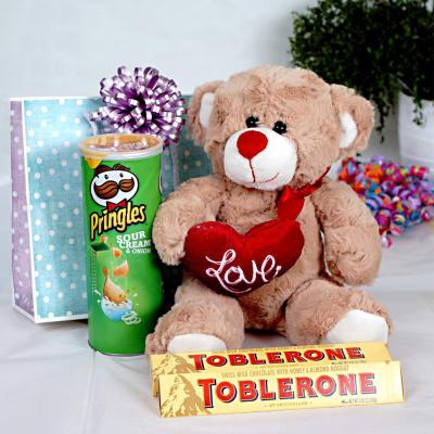 pw-teddy-toblerone-pringle.jpg