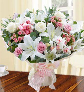 Flowers to UAE- Heavenly Lily Arrangement