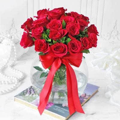 Send Gift-Red Rose Arrangement in Globe vase
