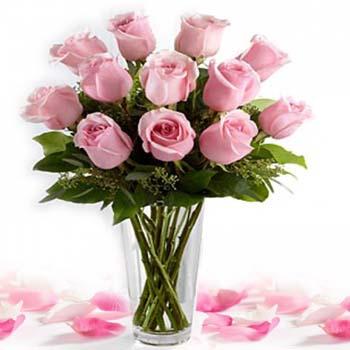 Send Flowers Beauty In Glass Vase Flowers Online Flowers Beauty In