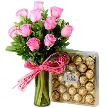 Flowers Arrangement of Pink Roses N Ferrero Chocolates