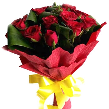 bangalore-flowers-8-red-roses-bouquet-paper.jpg