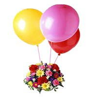 15 Mixed flowers basket with 3 Ballons